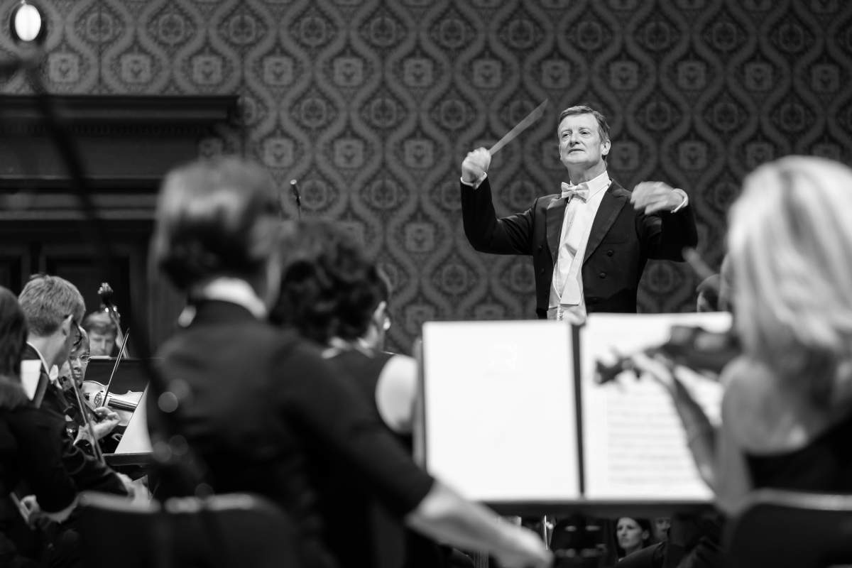 Harry Bicket conducting PKF in 2019. Photo by Milan Mošna